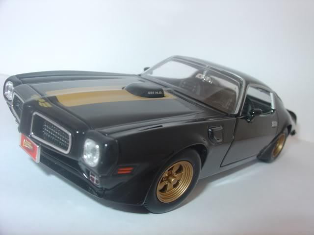 Pontiac Firebird Trans AM by Johnny Lightning DSC07276