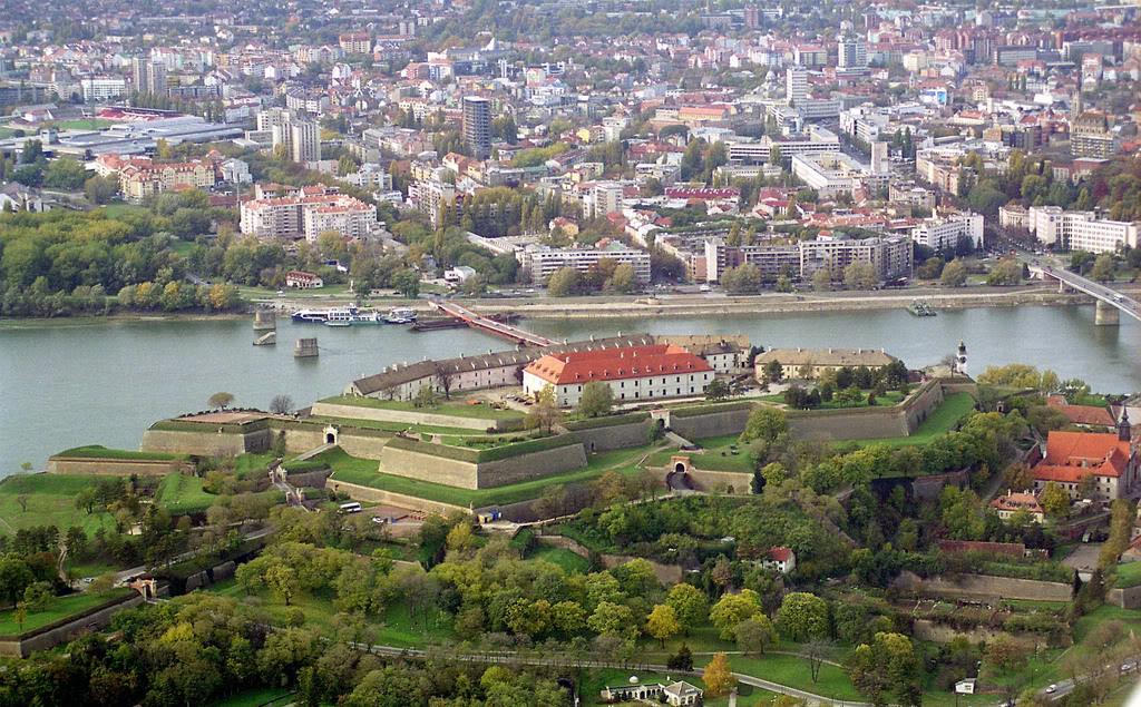 Gradovi  - Page 3 PetrovaradinskaTvrava