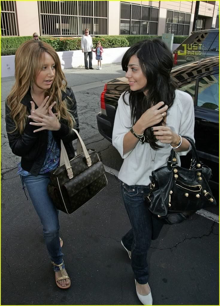 Official Vanessa & Ashley Gallery - Page 3 Vanessa-hudgens-ashley-tisdale-m-10