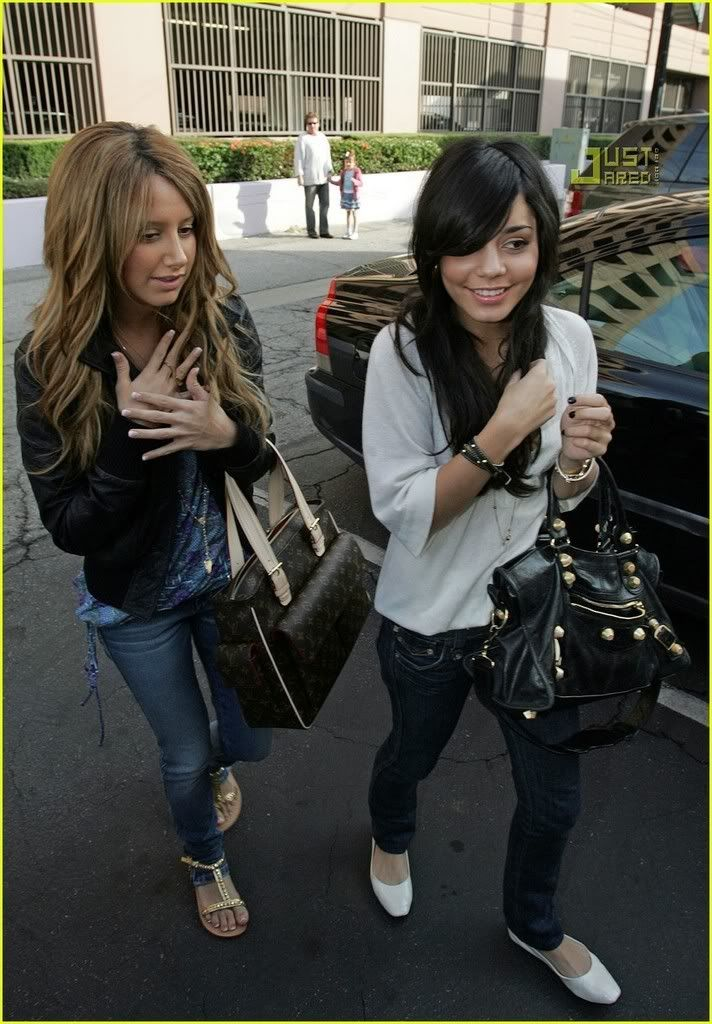 Official Vanessa & Ashley Gallery - Page 3 Vanessa-hudgens-ashley-tisdale-m-11