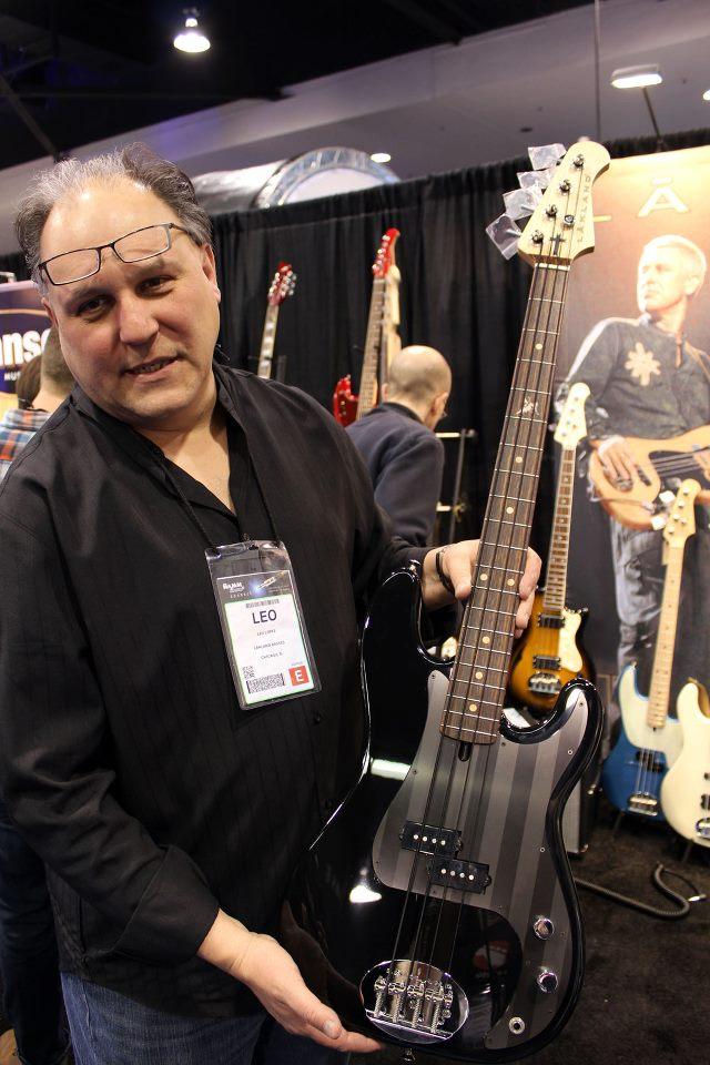 Bono Vox e The Edge viram diretores da Fender 148362_10151413496349238_936460906_n_zpsc14e4952