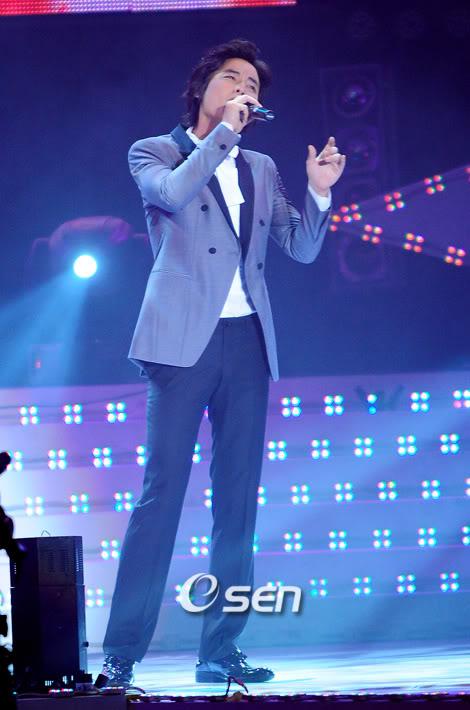 LeeJeeHoon sang in Seoul Hallyu Festival 24/10/08 2008102421009373600_1