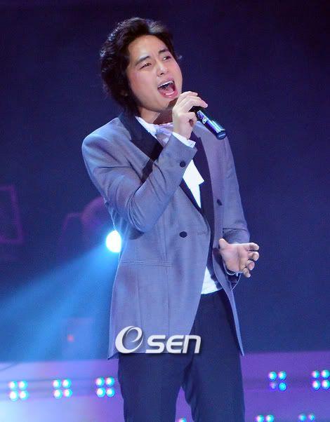 LeeJeeHoon sang in Seoul Hallyu Festival 24/10/08 2008102421009395851_1