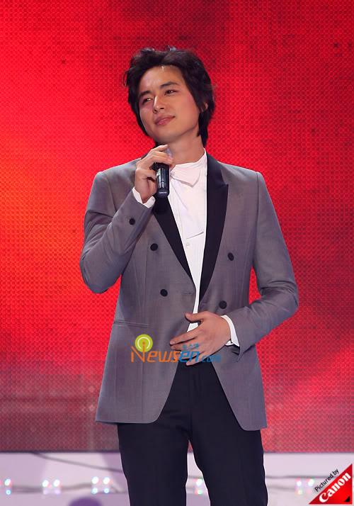 LeeJeeHoon sang in Seoul Hallyu Festival 24/10/08 200810242128421002_1
