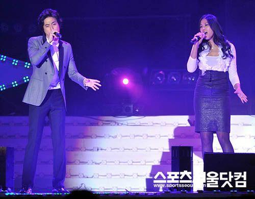 LeeJeeHoon sang in Seoul Hallyu Festival 24/10/08 200810242140_605436178_6853_0
