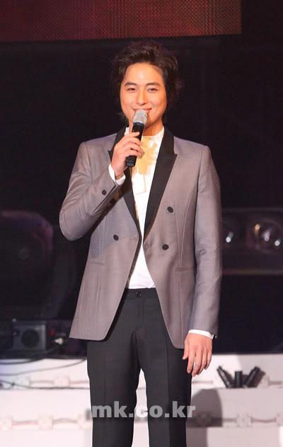 LeeJeeHoon sang in Seoul Hallyu Festival 24/10/08 20081024_1224850928