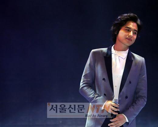 LeeJeeHoon sang in Seoul Hallyu Festival 24/10/08 SSI_20081024215925_V