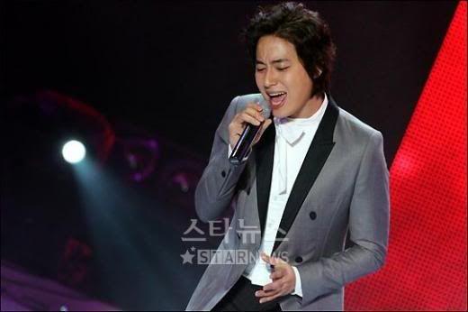 LeeJeeHoon sang in Seoul Hallyu Festival 24/10/08 Indexlink_image1