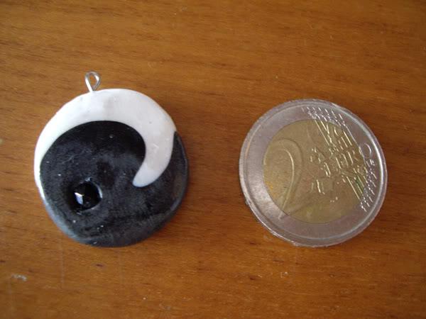 Ciondolo bianco e nero IMGP4645