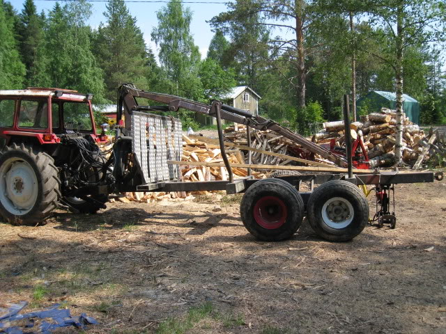 Minkälaisia puunkuormaimia olette Taavetin 990 perään viritelly? IMG_3847