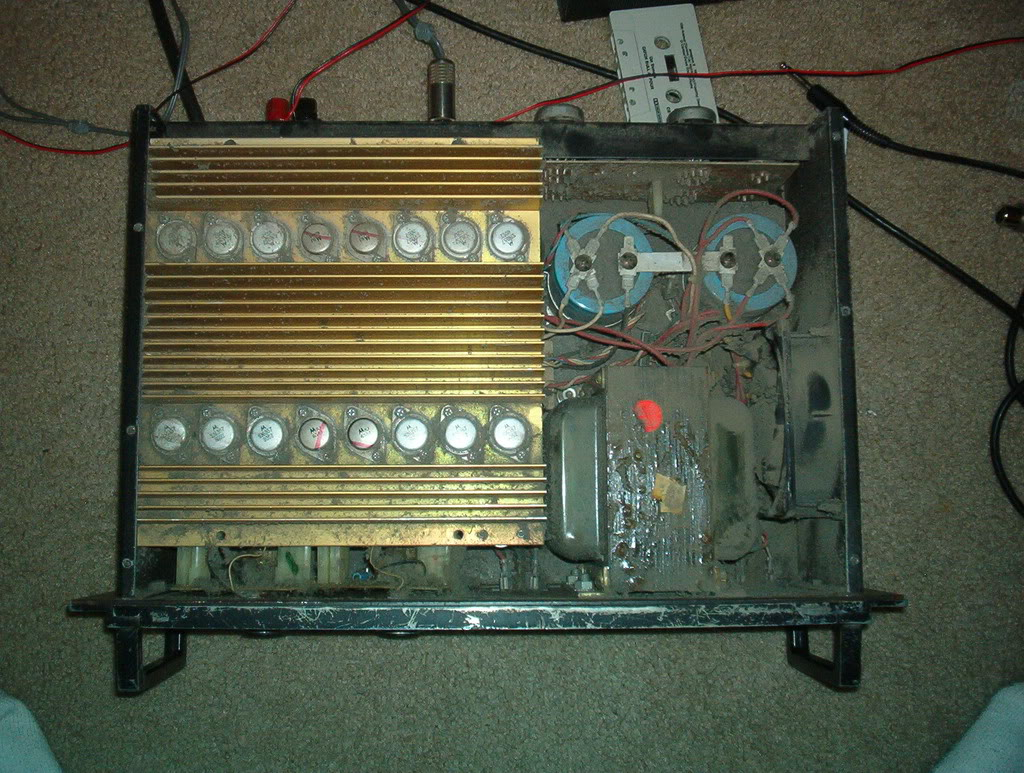 ABX d'amplis: Yamaha RVX657 vs BGW 750A Im000660