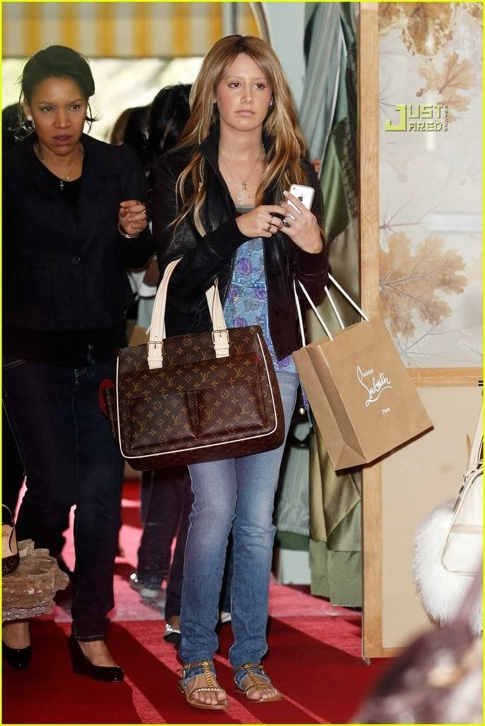 ~*Slike iz SHOPINGA!!!*~ - Page 2 Vanessa-hudgens-ashley-tisdale-m-34