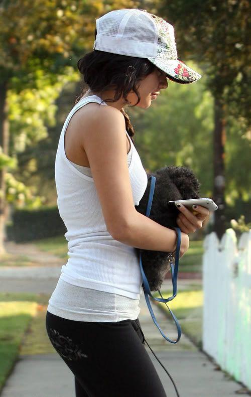 Vanessa i njen pas Shadow Vanessa-hudgens-hollywood-115-8