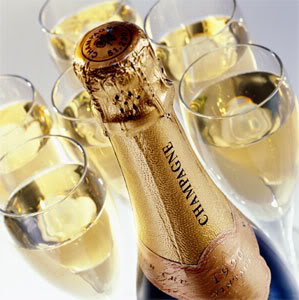 16.Geet –Hui Sabse Parayi ( Geet-Printre Straini) - Pagina 3 Champagne_bottle_and_glasses-1