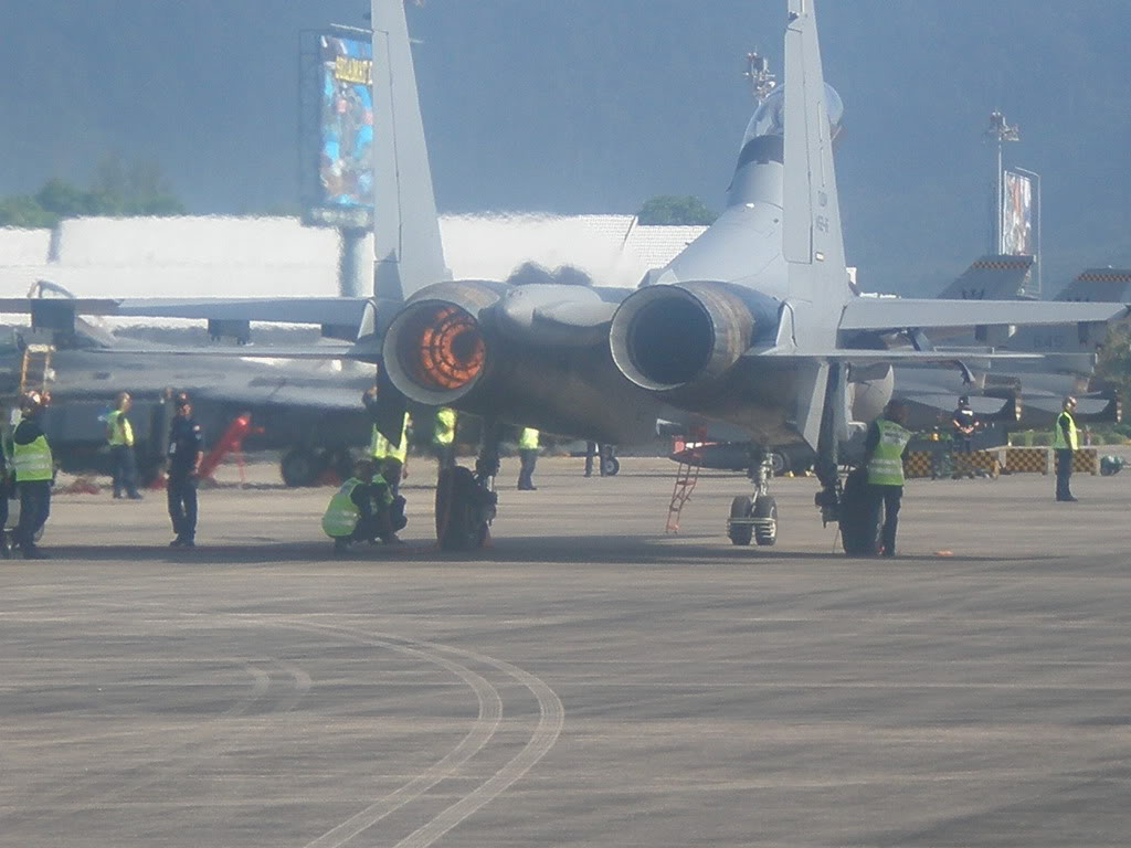 Laporan Pameran Udara dan Maritim Antarabangsa Langkawi 2009 - Page 6 PC040131