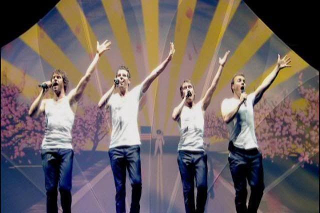 le groupe: avant et maintenant - Page 22 VIDEO_TStitle0ch15frame159873