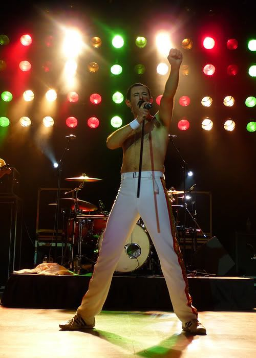 and another tribute band.... Queen5