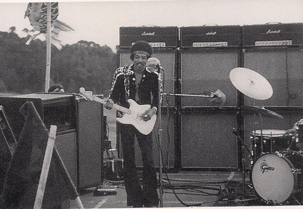 Maui (Haleakala Crater) : 30 juillet 1970 [Second concert] Bb4adb622e6a0169fb517018928b5579