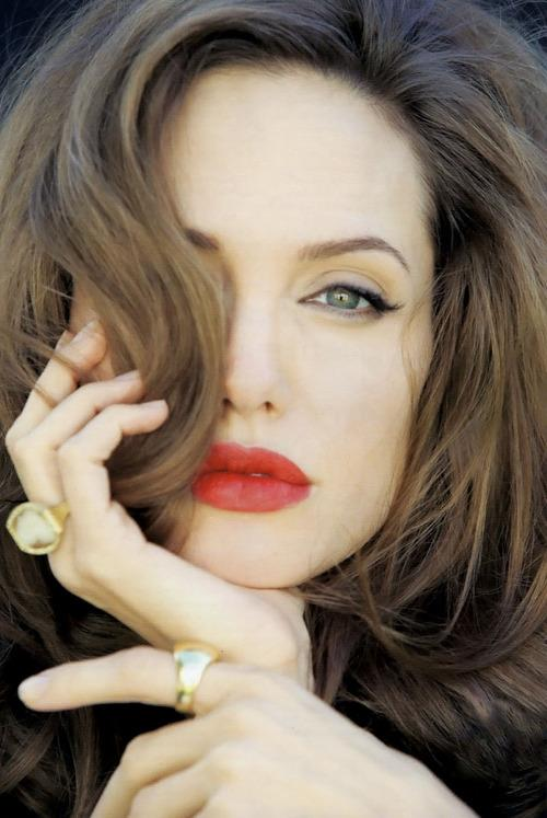 Angelina Jolie / ანჯელინა ჯოლი - Page 2 04250c81c1bba1d773f4198f7c42bb4a