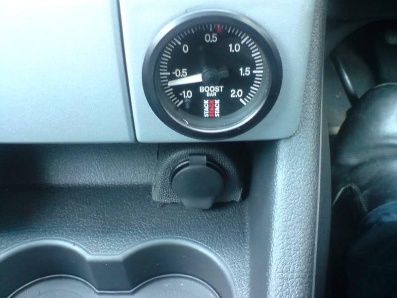 bits inside car DSC03030