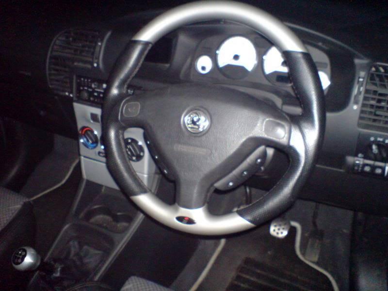 bits inside car DSC01037