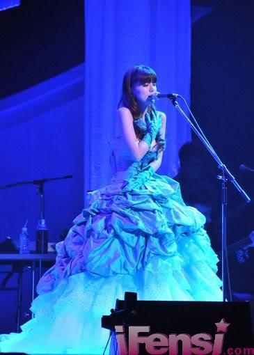 [Article] alan's Shocking Concert in Tokyo, Hamasaki Ayumi and Koda Kumi Send Their Support  C264
