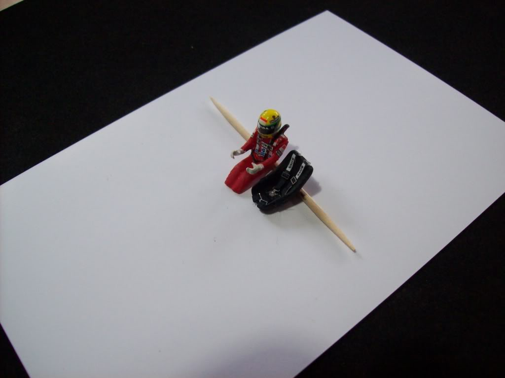 Extrayendo pilotos de réplicas F1 escala 1/43 - Página 4 2012021