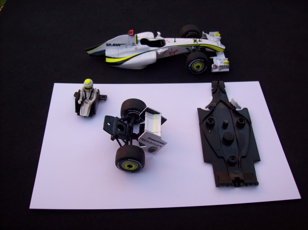 Extrayendo pilotos de réplicas F1 escala 1/43 - Página 4 Brawn2009013