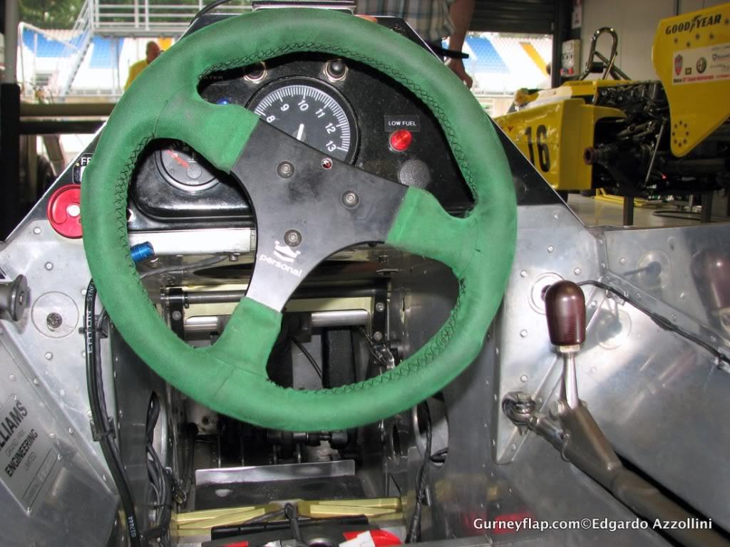 Extrayendo pilotos de réplicas F1 escala 1/43 Cabina06