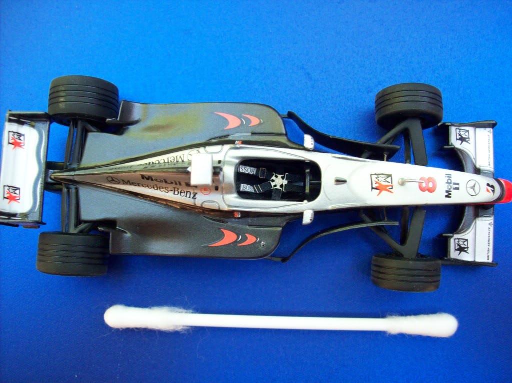 Extrayendo pilotos de réplicas F1 escala 1/43 Mika029
