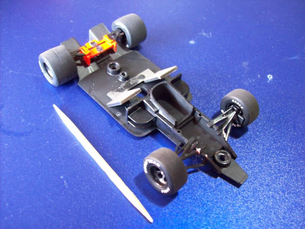 Extrayendo pilotos de réplicas F1 escala 1/43 Prost005