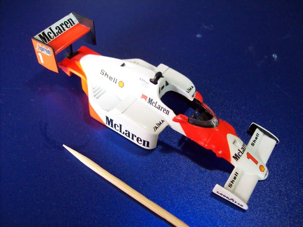 Extrayendo pilotos de réplicas F1 escala 1/43 Prost008
