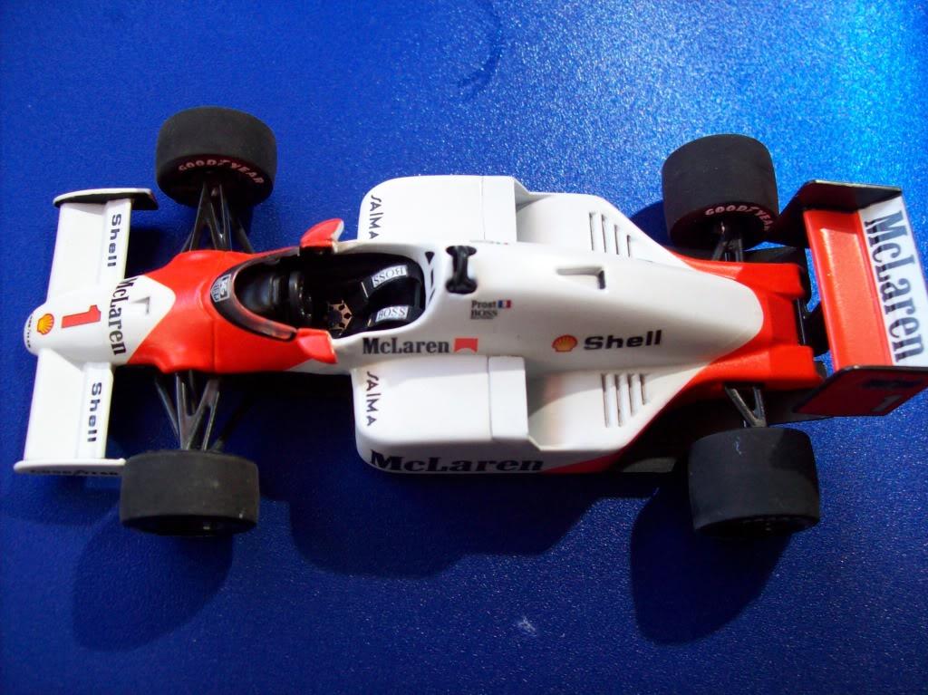 Extrayendo pilotos de réplicas F1 escala 1/43 Prost1006