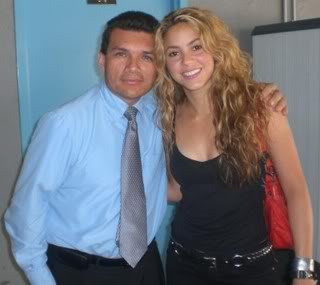 Shakira with fans at CNN building Cnn