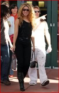 Shakira leaves the Art Basel Miami Beach Festival Normal_81205x9_shakira_b_gr_021