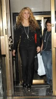 Shakira leaves her hotel in New York Normal_SN_SSYC80822041