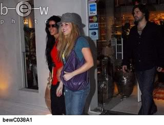 Shakira and Antonio shopping at Barra, Uruguay Normal_bewC038A11