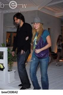 Shakira and Antonio shopping at Barra, Uruguay Normal_bewC038A21