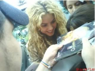 Shakira with fans in Bogota Normal_n622734140_909201_64871