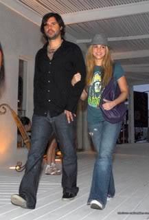 Shakira and Antonio shopping at Barra, Uruguay Normal_r11