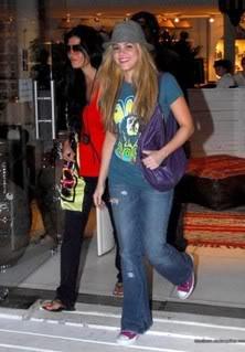 Shakira and Antonio shopping at Barra, Uruguay Normal_r31