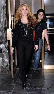 Shakira leaves her hotel in New York Nyc2