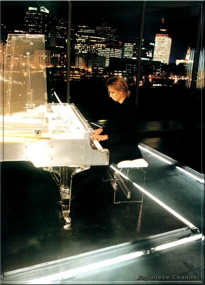 Yoshiki of X Japan is auctioning off his crystal piano for Japan relief Yoshiki1311