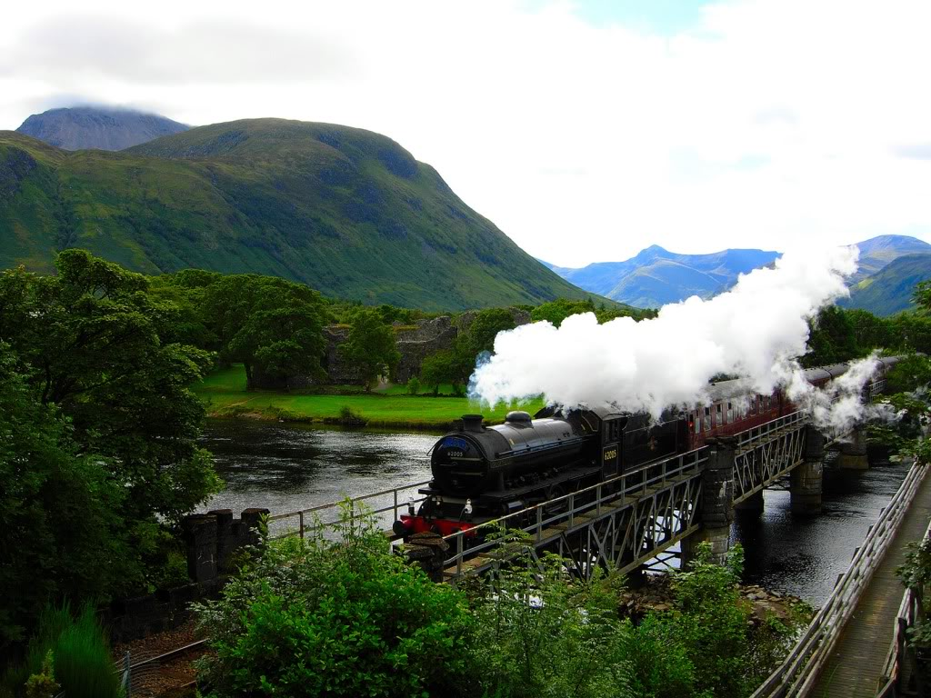 [Transport] Durmstrang Express et Magicobus Hogwarts-express-1024-768-5547