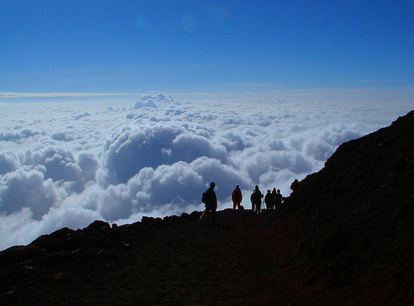 [Du lịch] 9 địa điểm ngắm núi Phú Sĩ đẹp nhất Above-the-clouds-1030