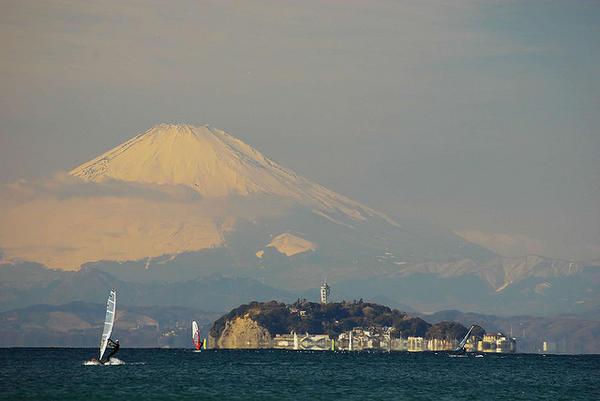 [Du lịch] 9 địa điểm ngắm núi Phú Sĩ đẹp nhất Enoshima-and-mount-fuji-1030
