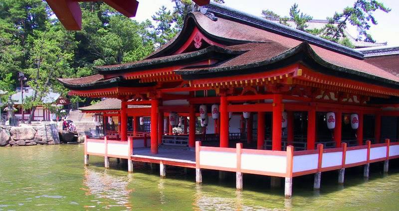 [Du lịch] 10 địa điểm bạn nên tham quan khi đến Nhật Bản Itsukushima_floating_shrine