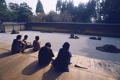 [Du lịch] 10 địa điểm bạn nên tham quan khi đến Nhật Bản Zen-garden-ryoan-ji--500