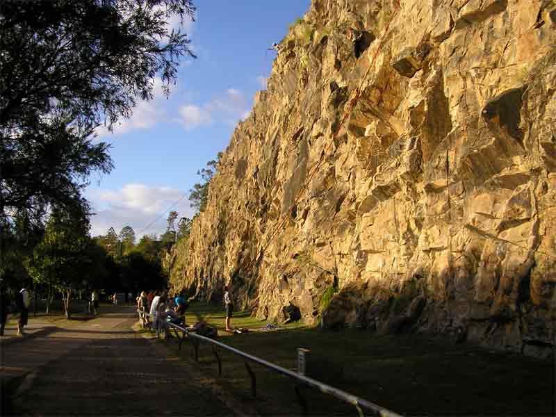Brisbane city cliffs(rock climbing) Bris-3