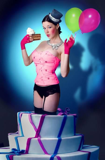1 an ! Bon Anniv Paderetro ! Pop_Up_Cake_Girl_by_parampam